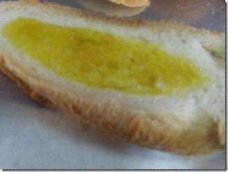 Fatias-pão-italiano-regada-azeite-ao-alho_Marilda-Fajardo